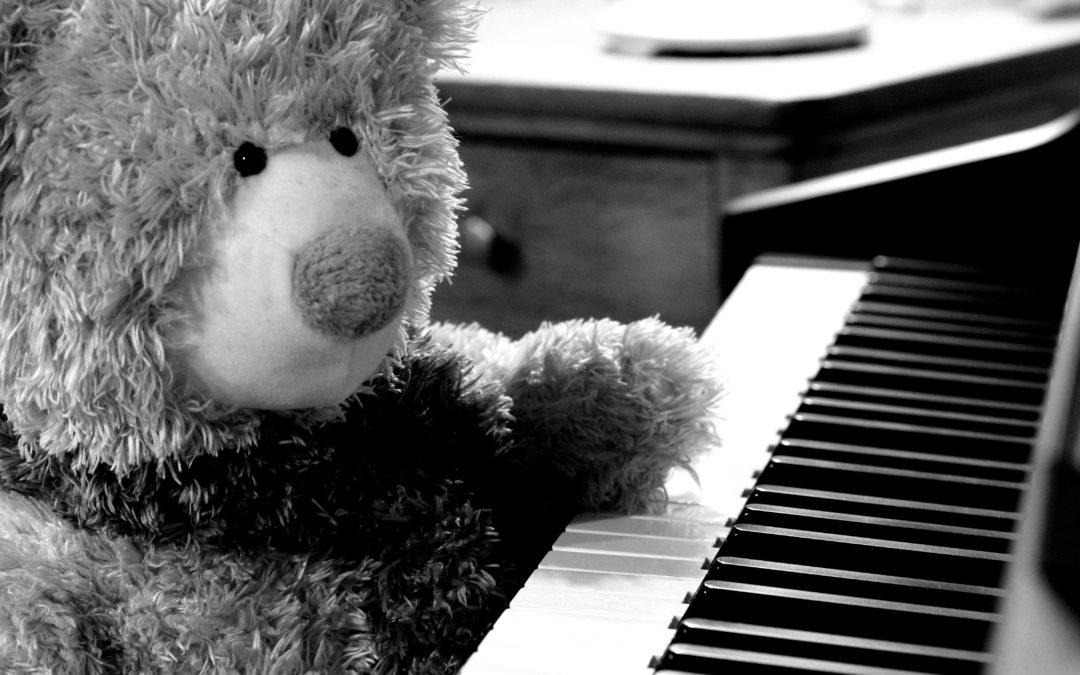 To tickle the ivories – Tocar el piano/Acariciar las teclas de piano